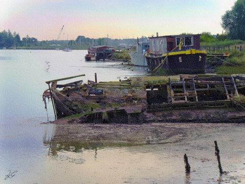 houseboat wreck - river deben, suffolk