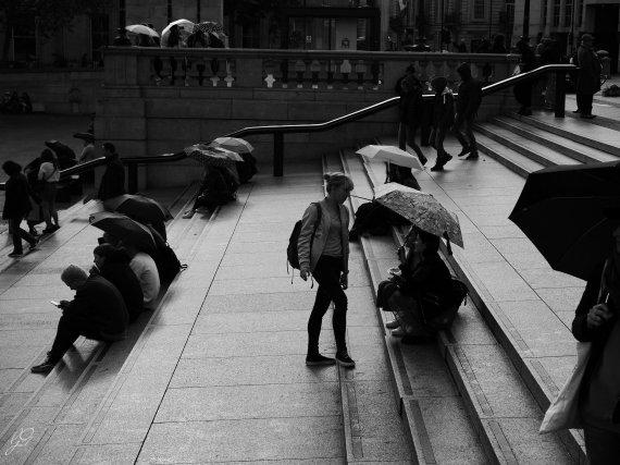 rain_trafalgar_square